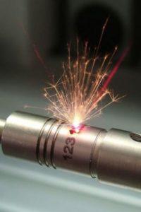 Процесс лазерной маркировки металла