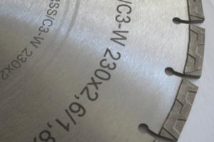 Лазерная гравировка на стальных пилах