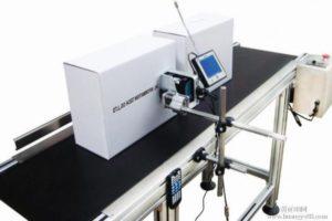 друк дати виробництва та найменування на картонному ящику