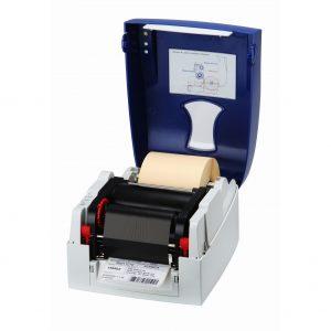 Принтер Micra с установленным риббоном и рулоном этикетки