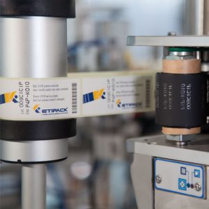 Блок термотрансферной печати в системе этикетирования