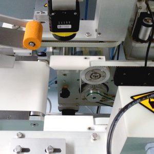 Подаючий конвеєр системи наклеювання етикеток та голограм  контролю відкриття