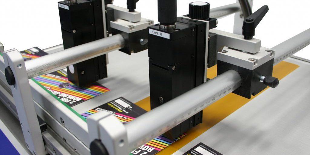 Маркиратор alphaJET маркирует этикетки на конвейере